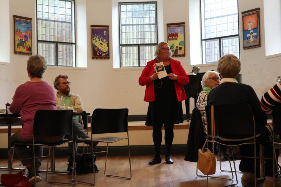 Lise fortæller om sange om det danske sprog
